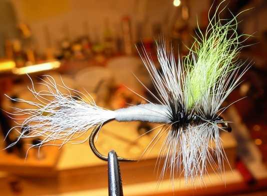 HUGE Lot FLY Tying Material Feathers Mustad Hooks Dubbing Fur Fly Tyer Streamers Angelsport-Köder, -Futtermittel & -Fliegen Angelsport-Artikel